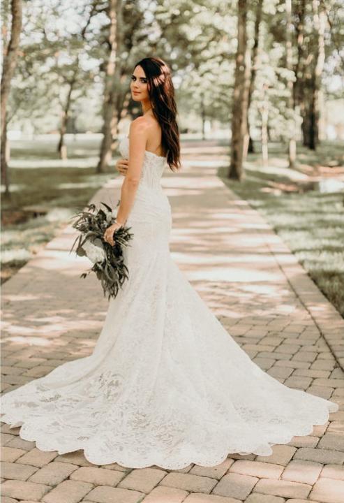 nashville-lace-wedding-dress-bridal-shop.png