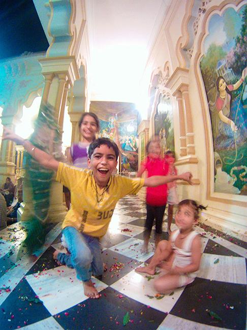 Temple_Children_Vrindavan_smaller.jpg
