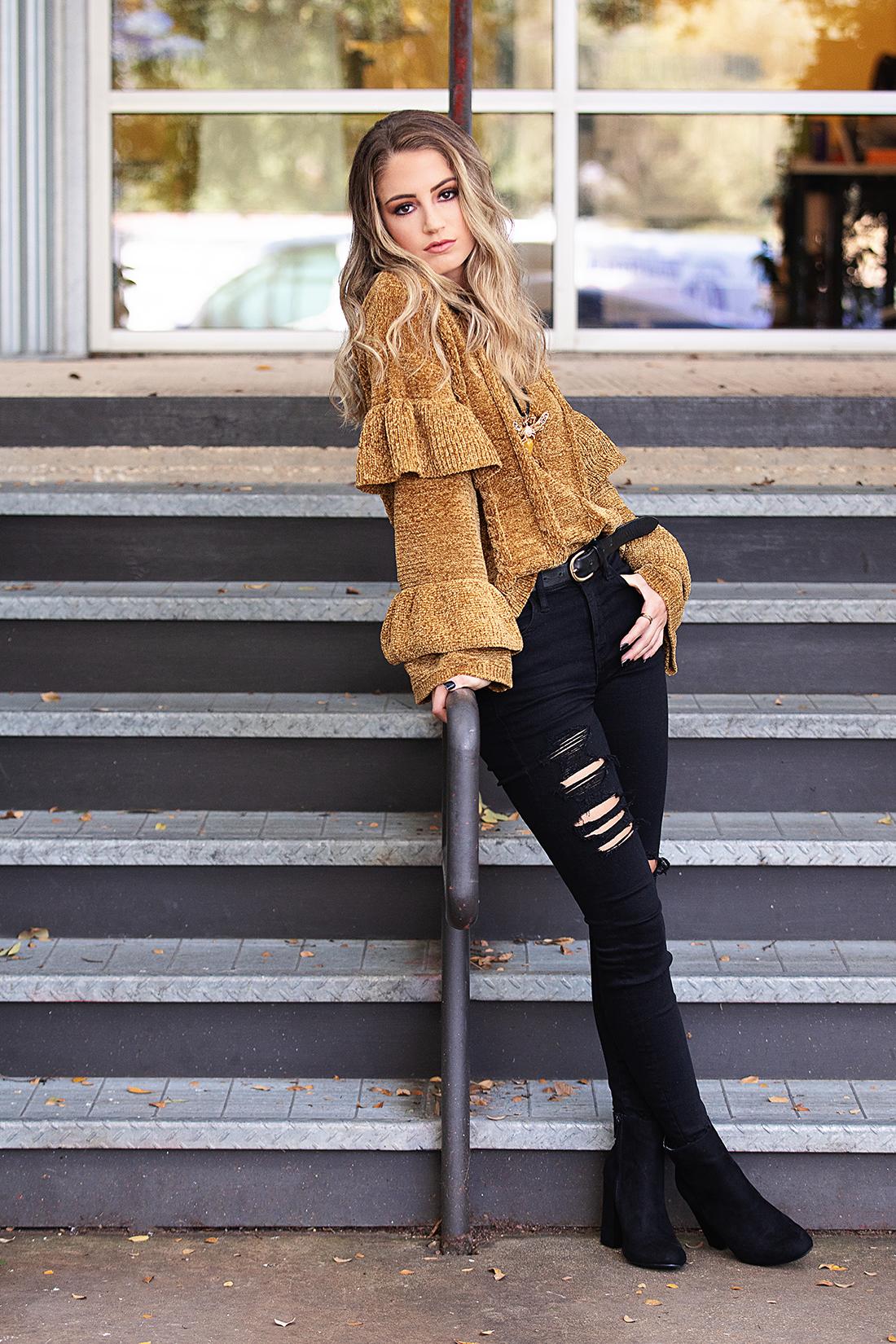 senior girl posing A8326-1.jpg