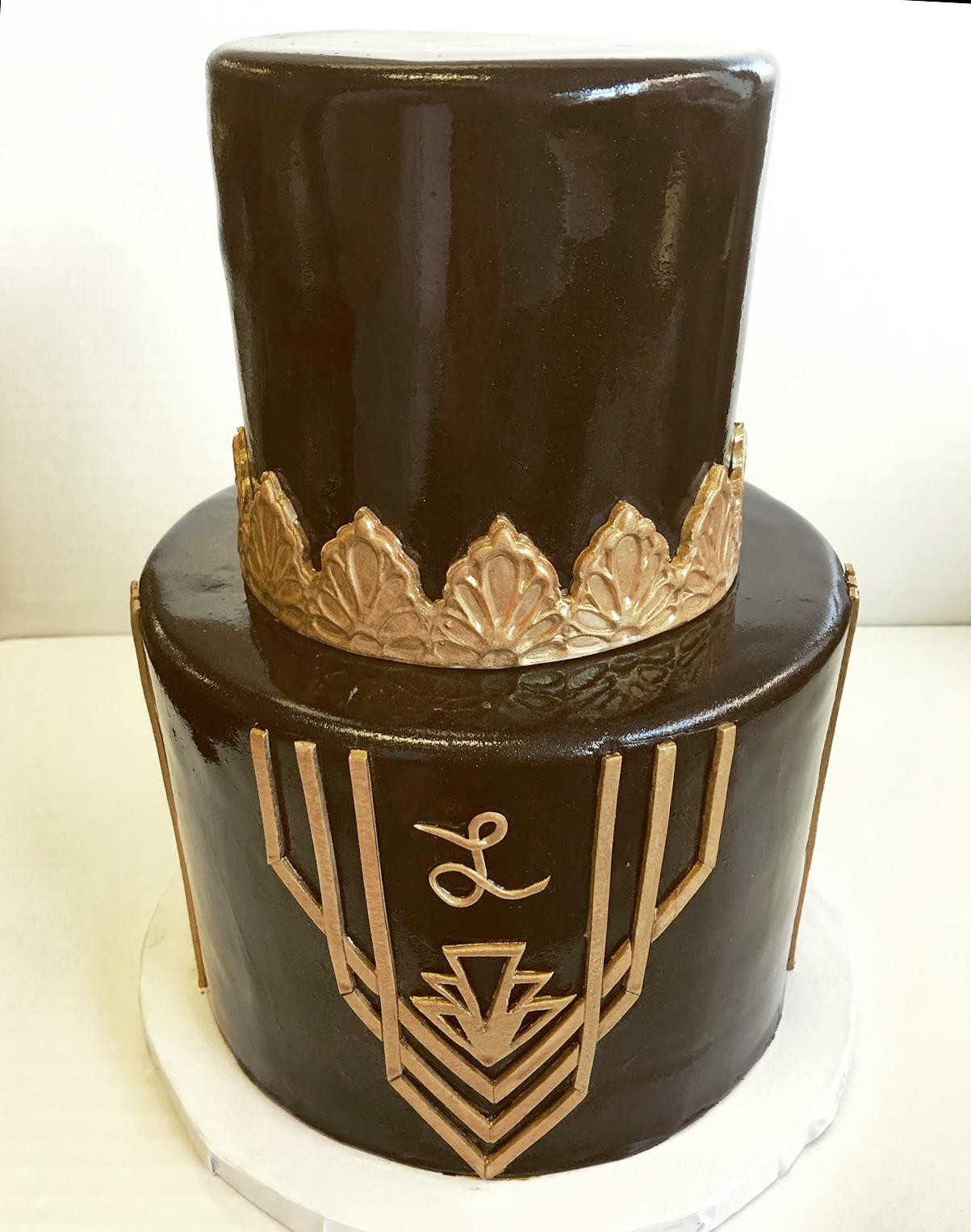 black and gold fondant cake art deco.jpg