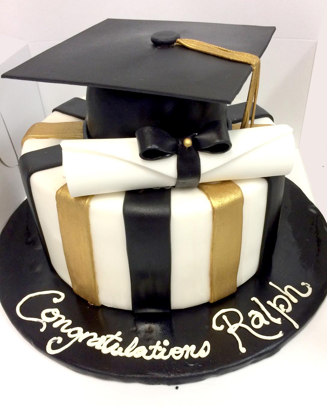 graduation cap diploma fondant cake.jpg