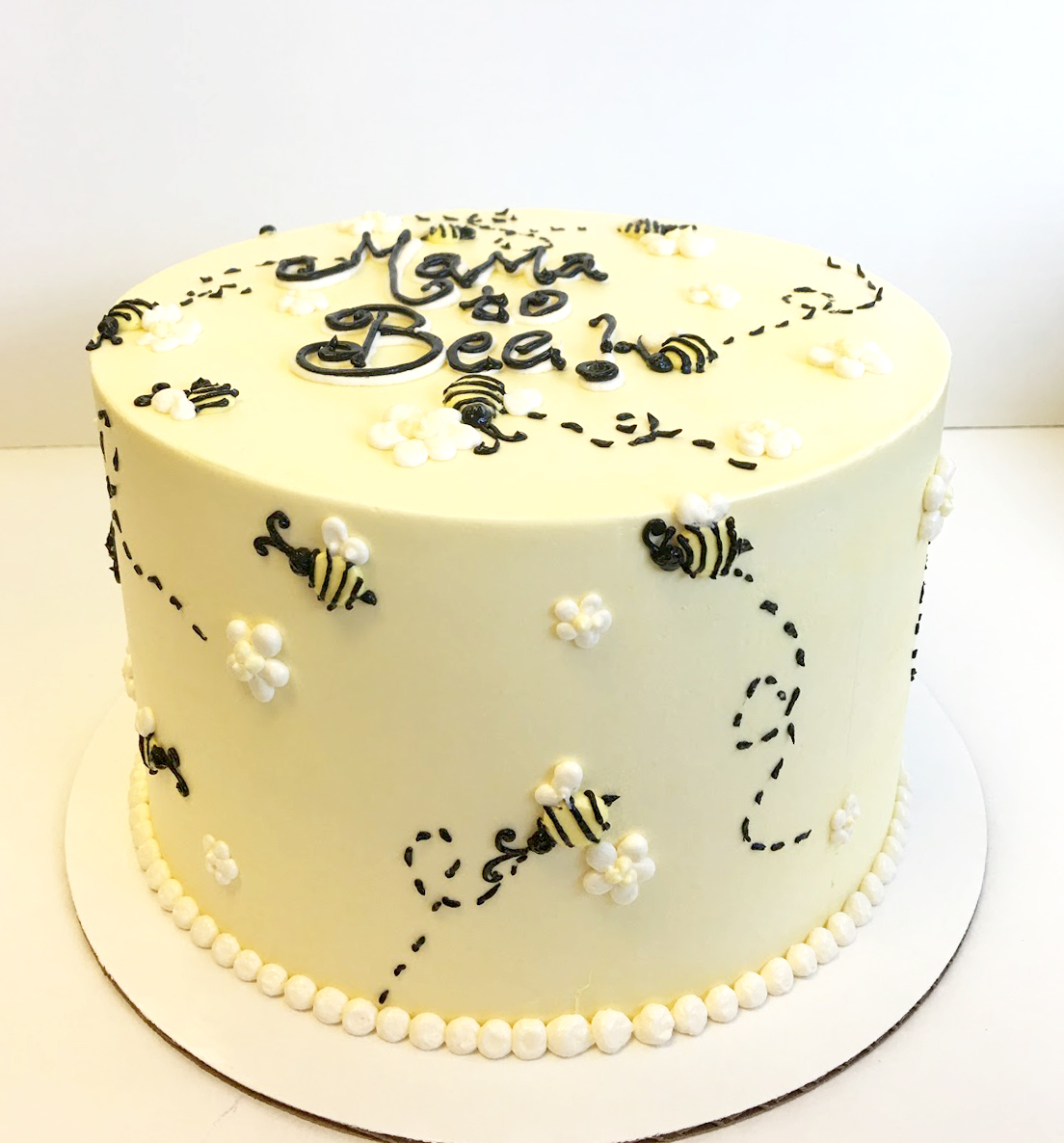 Mama to bee buttercream cake.jpg