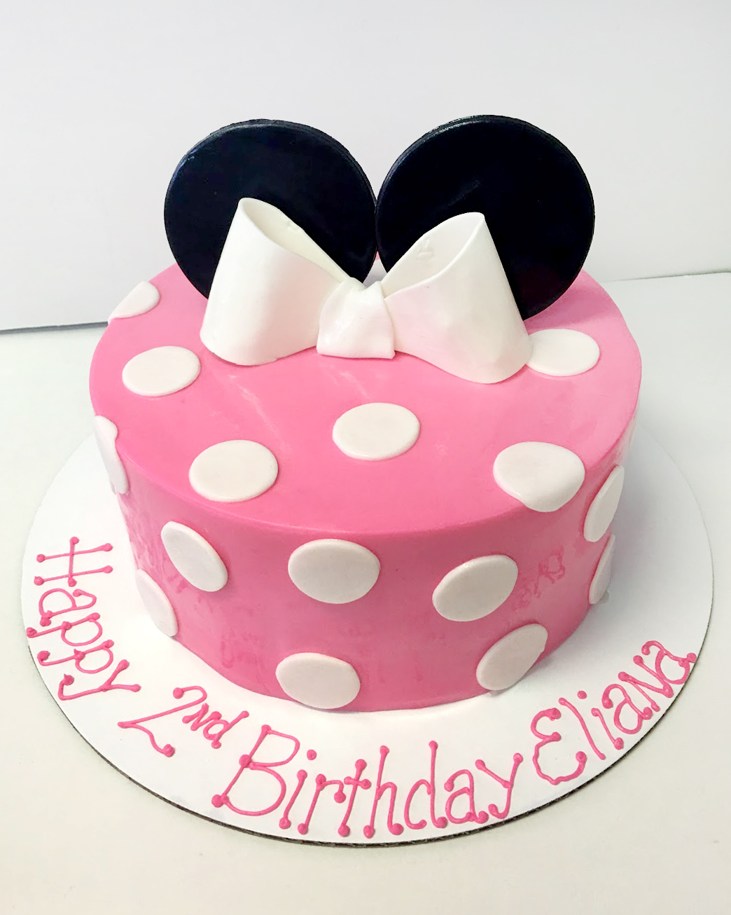 minnie mouse ears bow cake.jpg