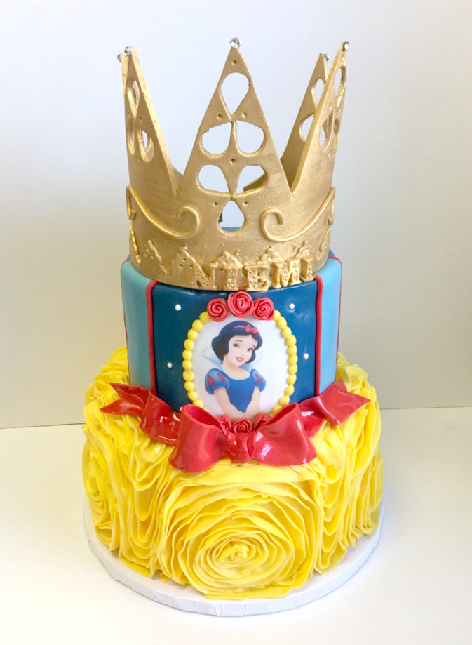 Snow white princess cake.jpg