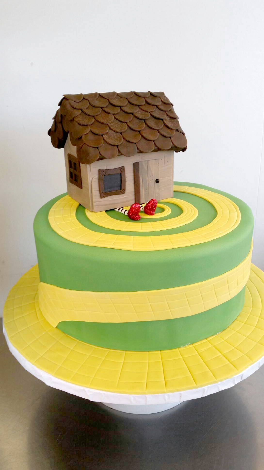 wizard of oz cake.jpg