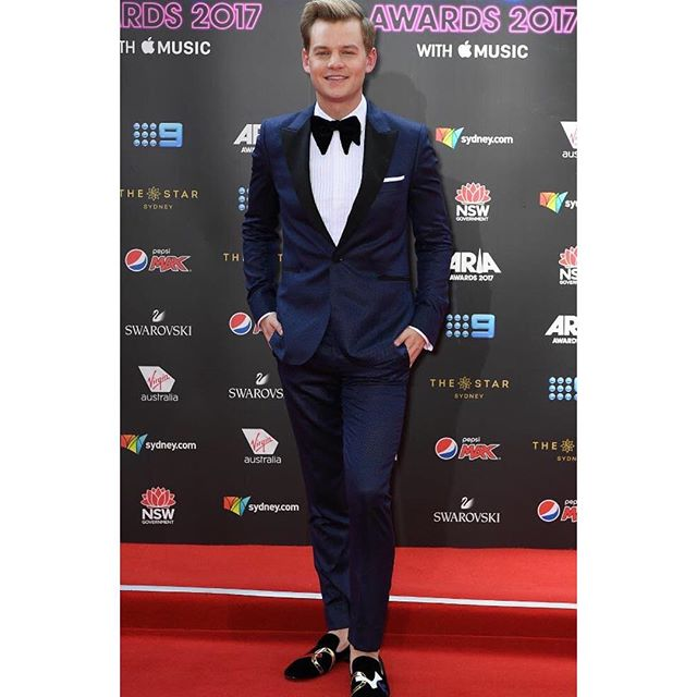 Host with the most @joelcreasey on form at the @aria_official awards last night 🎤 Wearing @paulsmithdesign @louboutinworld @louboutinhomme  #arias #joelcreasey #harrywho