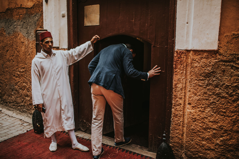 marrakesh medina couple