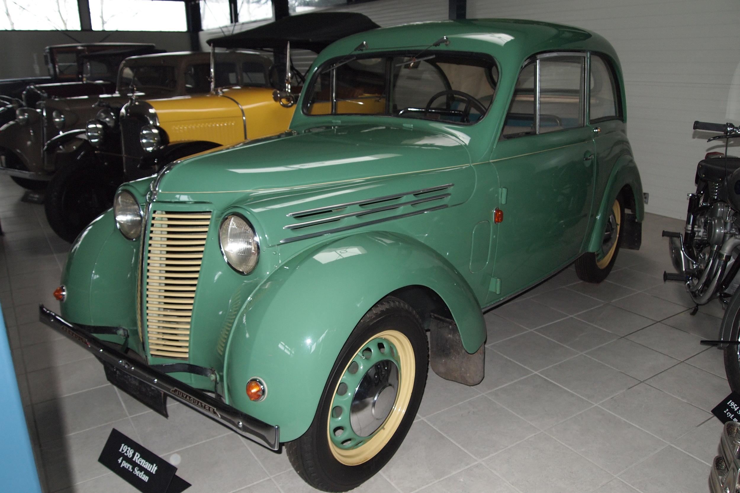 Der findes kun tre kendte Juvaquatre personbiler i Danmark. På det meget eksklusive Hindsgaul Madsen bilmuseum i Strib står denne særdeles fine Juvaquatre. Den blev solgt som ny i 1938 hos SMC i Odense. Førkrigsbilerne kendes typisk ved at de er todørs berline (sedan), hvor de efter krigen kom med fire døre.