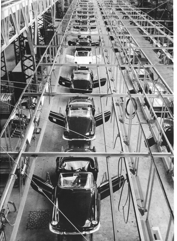 Floride i række på samlebåndet ved Brisonneau & Lotz-fabrikken.