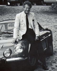 Jean Rédélé, skaberen af Alpine-fabrikken, med sit guldæg – A110 Berlinette.