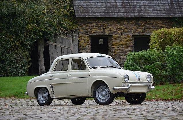 R1093 var den hurtigste af alle Dauphine-modeller. Og den mest sjældne, idet den blev fremstillet i kun 2.140 eksemplarer. Antallet var lige tilstrækkelig til, at den kunne få den såkaldte homologeringsattest som gjorde det muligt at melde den til løb. Den blev leveret i kun én farve og var kendetegnet ved de større hovedlygter og de tynde, blå striber fra for til bag. Bilen på billedet blev solgt til en ukendt pris på auktion i Frankrig i maj 2016.