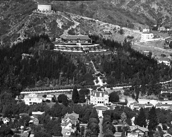 A historic view of  Yamashiro  circa 1925 with  the Holly Chateau  below (now  The Magic Castle) .