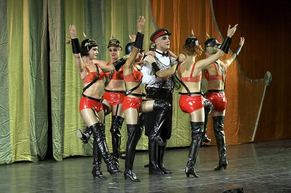 Cabare dancing5.jpg