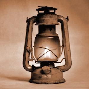 kerosene-lamp1-alice-key-studio-pixabay.jpg