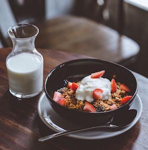 breakfast-cereal-and-milk-hanny-naibaho-unsplash.jpg