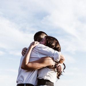 couple-hugging-priscilla-du-preez-unspalsh.jpg