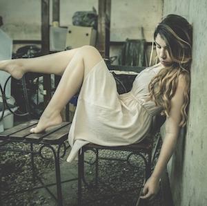 draped-pose-girl-soysuperfer-pixcabay.jpg