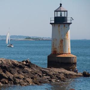 lighthouse-trestletech-pixabay.jpg