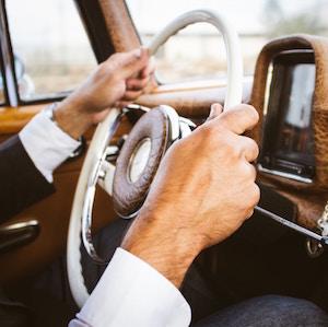 hands-on-steering-wheel-laura-gariglio-unsplash.jpg