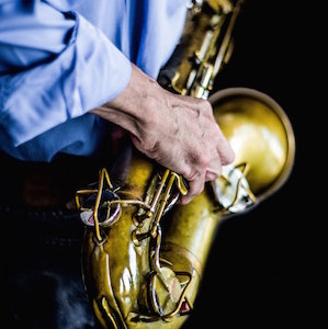 hand-on-saxophone-cesar-guadarrama-cantu-unsplash.jpg