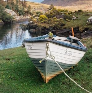 dinghy-boat-the-enlight-project-unsplash.jpg