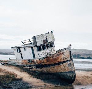 abandoned-boat1-ben-cliff-unsplash.jpg