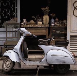 classic-moped2-tao-xanh-kim-unsplash.jpg