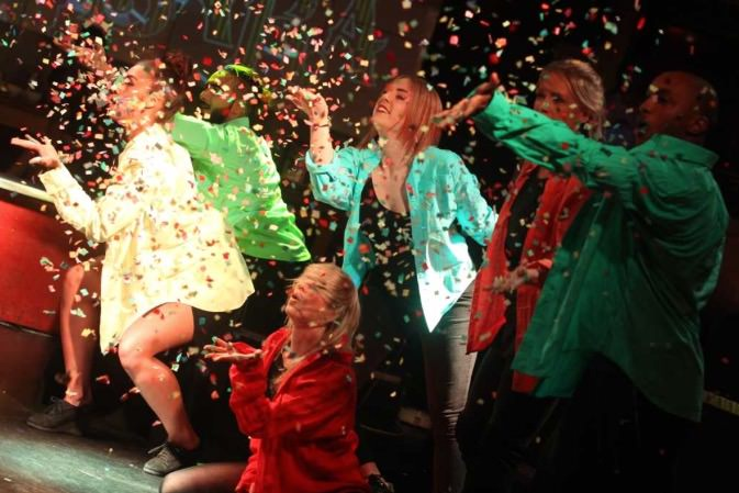 Club Mob performing at Guanabara