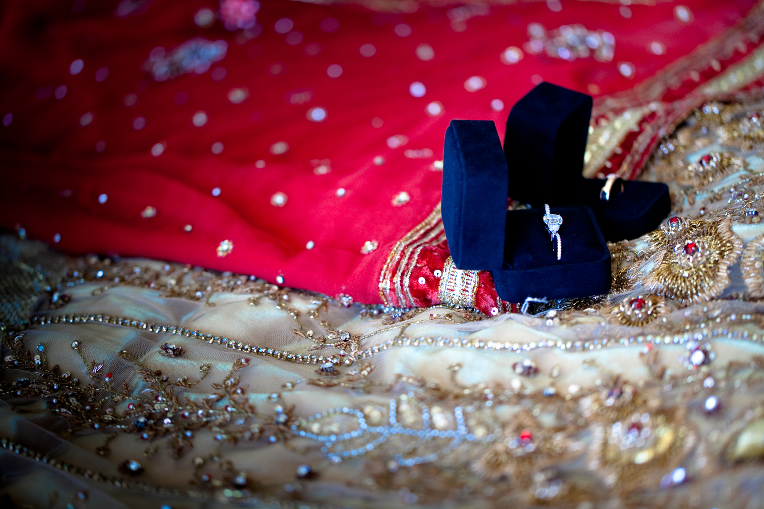 IN COLORFUL WEDDING STYLE