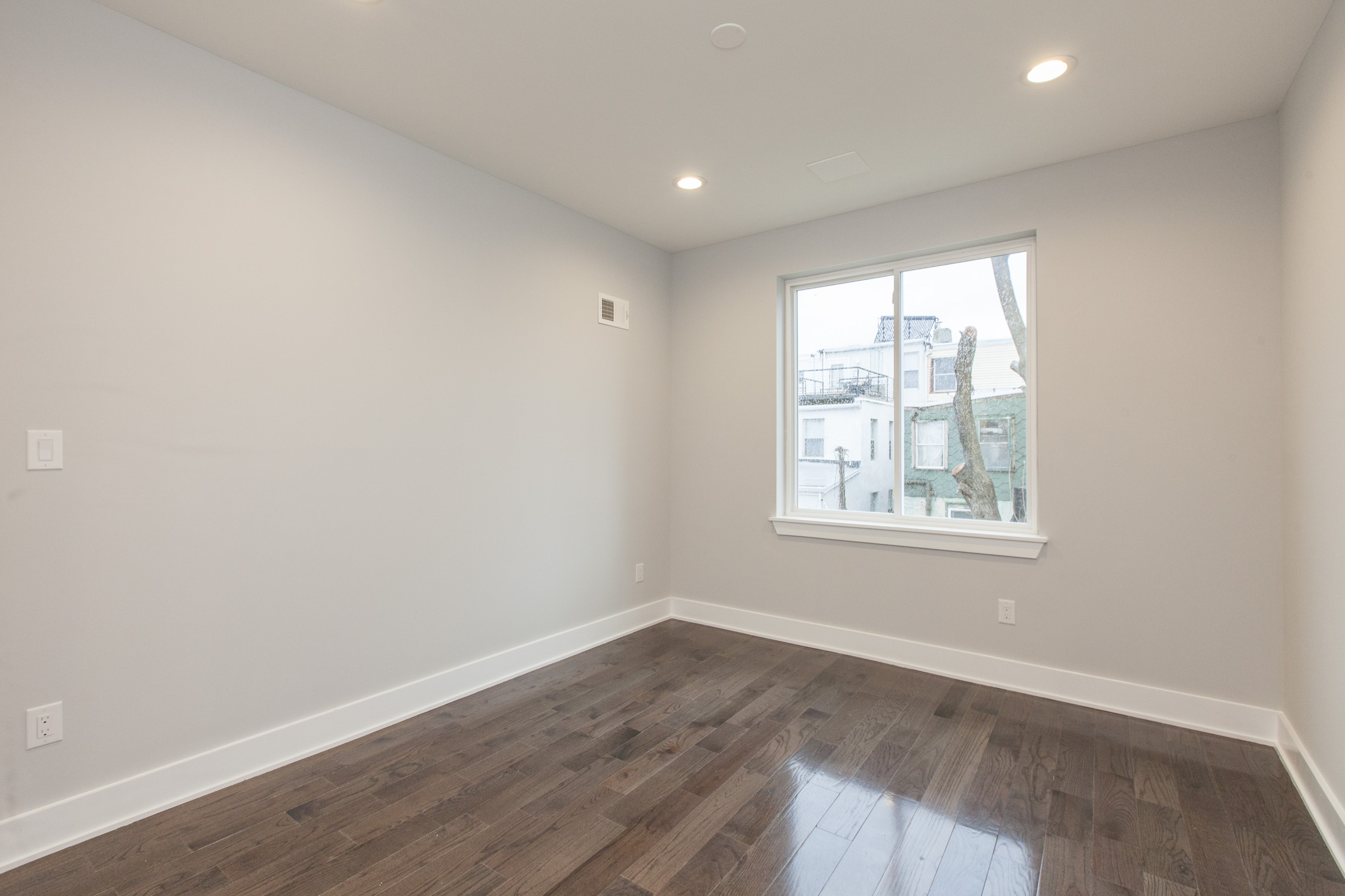 2042 E Boston St31.jpg