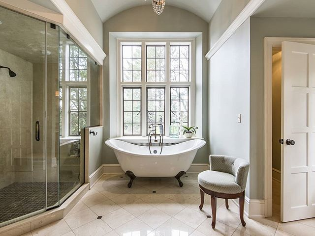 Going back to work after a 3 day weekend is hard, but it might not be so bad if you could get ready in this bathroom. . . . #bathroomdesign #bathroomdecor #bathroomgoals #bath #shower #philly #philadelphiarealestate #phillyrealestate #home #interiordesign #interiordesigner #design #designer #realestate #realtor #realtorlife #realestatephotography #realestateinvesting #realtor