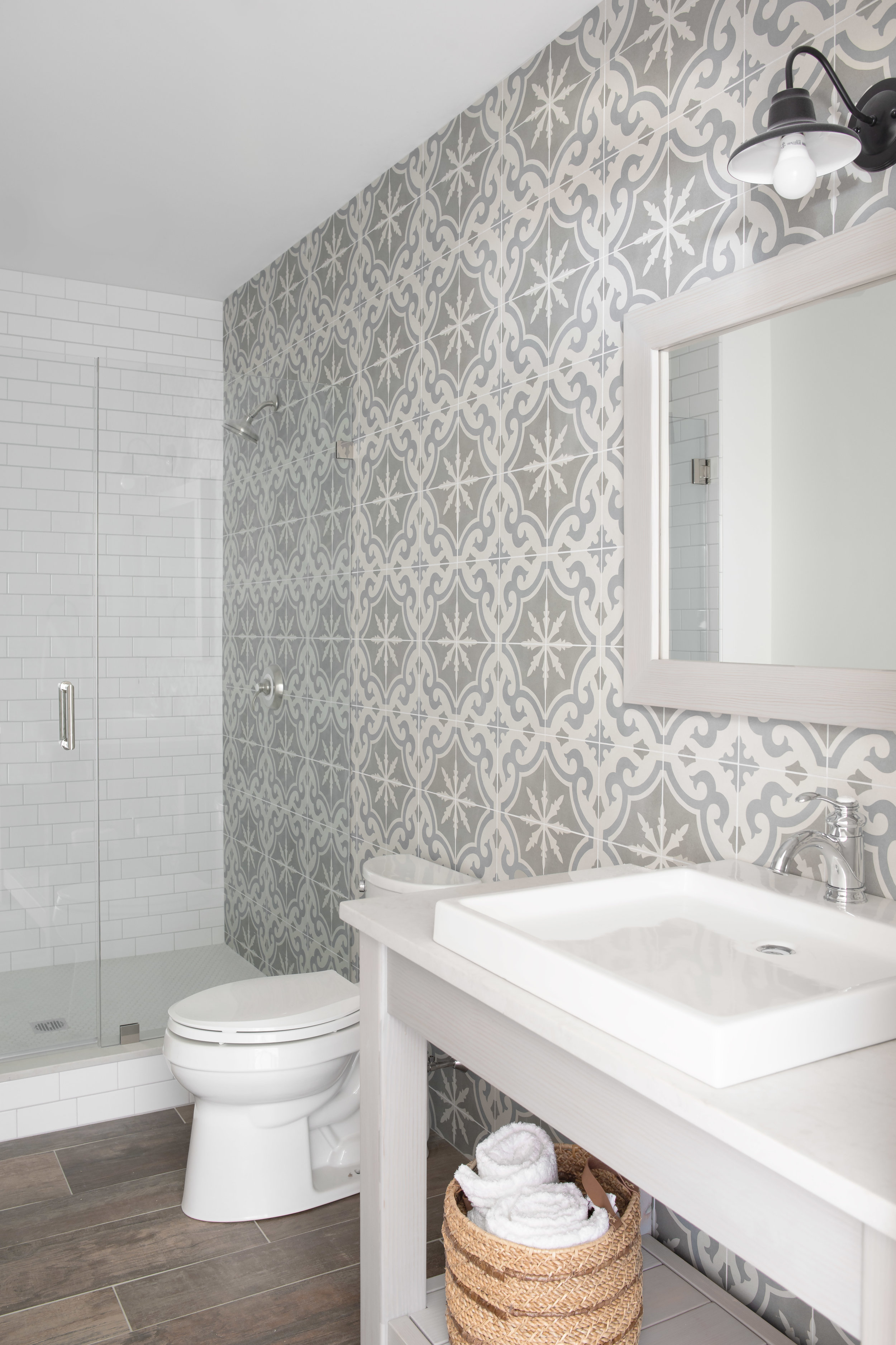 tile wall bathroom