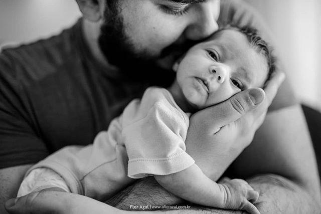 Uma sequência de conexão para entrar no final de semana do dia dos pais! Você tem estado presente na vida do seu Pai? As vezes é só esse presente que ele precisa. ;) #diadospais - - #familiaflorazul #ensaiodefamilia #paisefilhos #fotografiadocumental #fotografiadefamilia  #fotografiadocumentaldefamilia #paidemenina #familia #meufilho #paipresente #vidademae #infancialivre #infancia #filhos #clickinmoms #momentosquemarcam #fotografiainfantil #familyphotography #candidchildhood #alphamães #fotografialifestyle #alphavilleearredores #alphavilleeregiao #mamaeblogueira #algodobem #cameramama #alphaville #pai