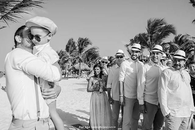 E a expectativa toma conta quando o pajem entra cheio de estilo, fala que não é um pajem estiloso, gente? - - #puntacanawedding  #noivosflorazul  #noivo  #noivos2020  #noivas2019  #weddingday  #casarnapraia  #fotografiadecasamento  #casarnapraia  #casamentoaoarlivre  #voucasar  #pajem  #pagemestiloso  #casardedia  #instabride  #noivaansiosa  #noivolindo  #praia  #puntacana #casamentorustico  #bohochic  #casarnomar  #casarempuntacana  #bride