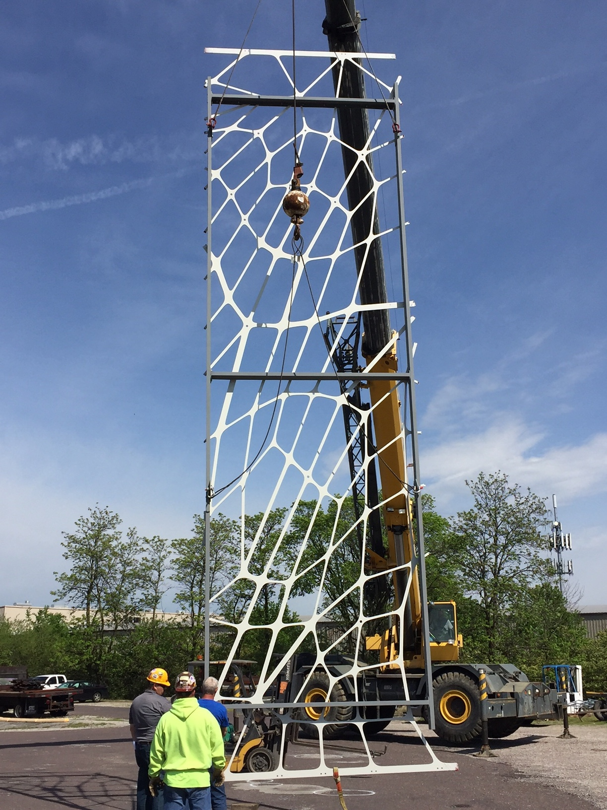 Lifting frame test for a mesh panel