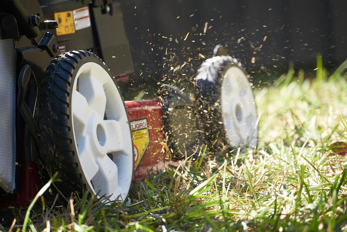 HD_lawnmowing_0204.jpg