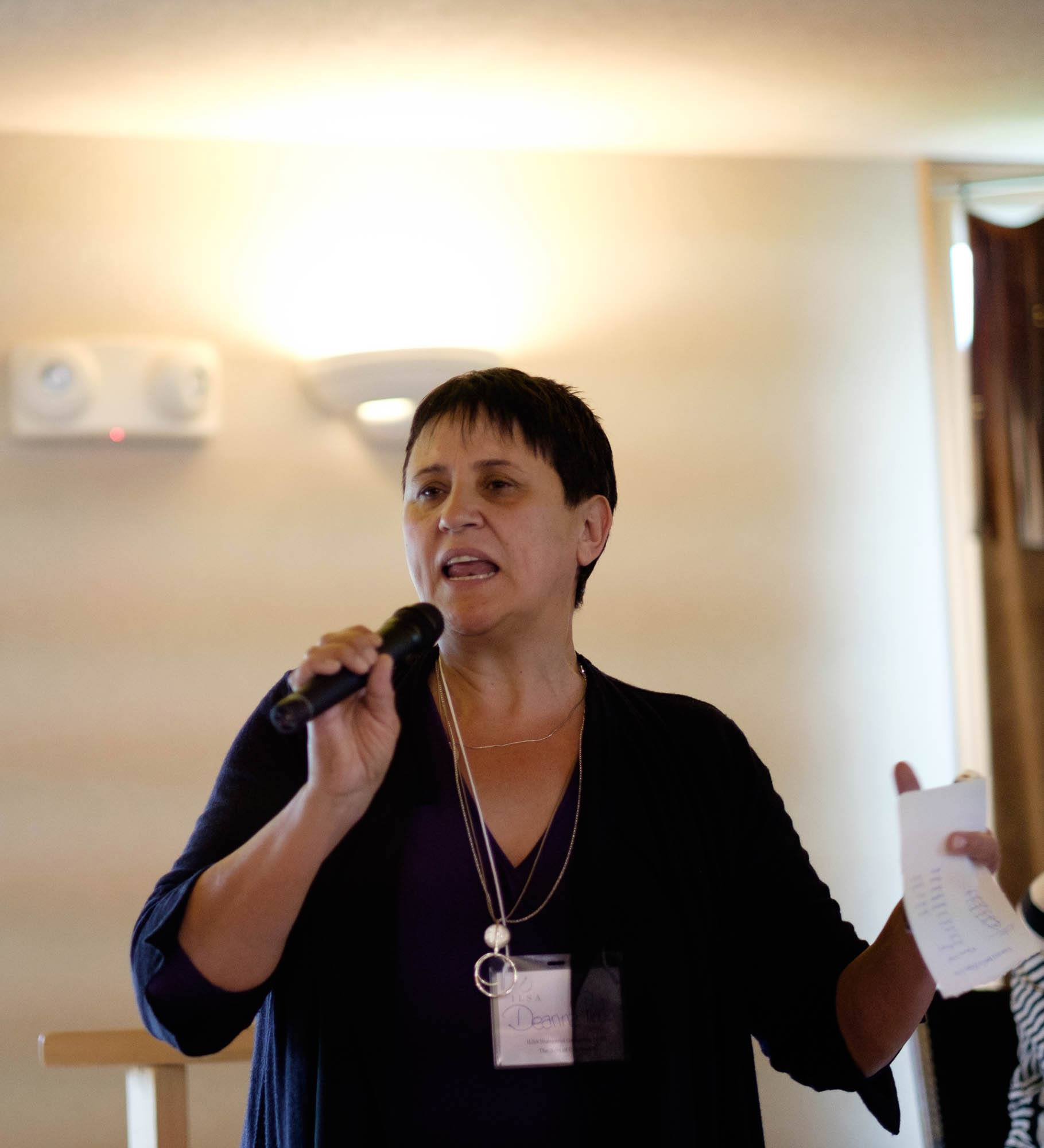 Deanna Reder directing the Roundtable on research in Coast Salish territory  photo: cariou