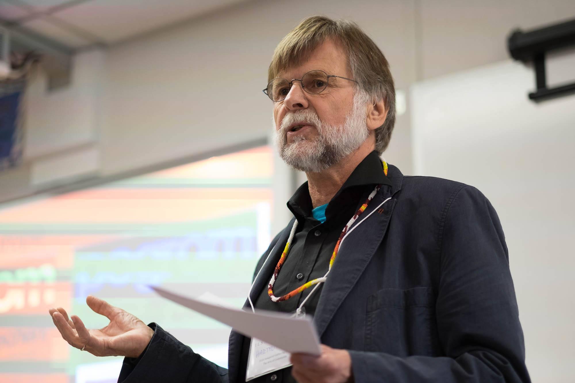 Professor Hartmut Lutz        photo: w. cariou