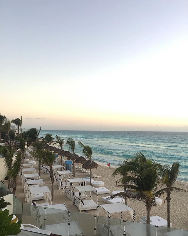 I've had 6 margaritas today (and counting) and this is my view! . . #cancun #titsup #titsupblog #igers #beautyblog #blog #fun #bbloggers #beautiful #instadaily #instamood #instagood #photooftheday #picoftheday #bbloggersca