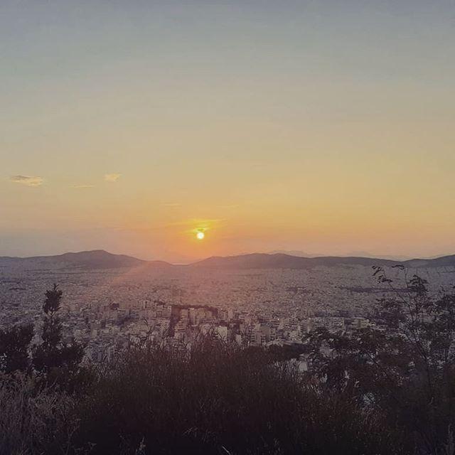 My sanctuary 🌄 Where I philosophize🤔 Birds eye view of #Athens. Magic💖 #hike #park #greece #hellas #hellada #greek #sunset #nature #panoramic #panoramicview