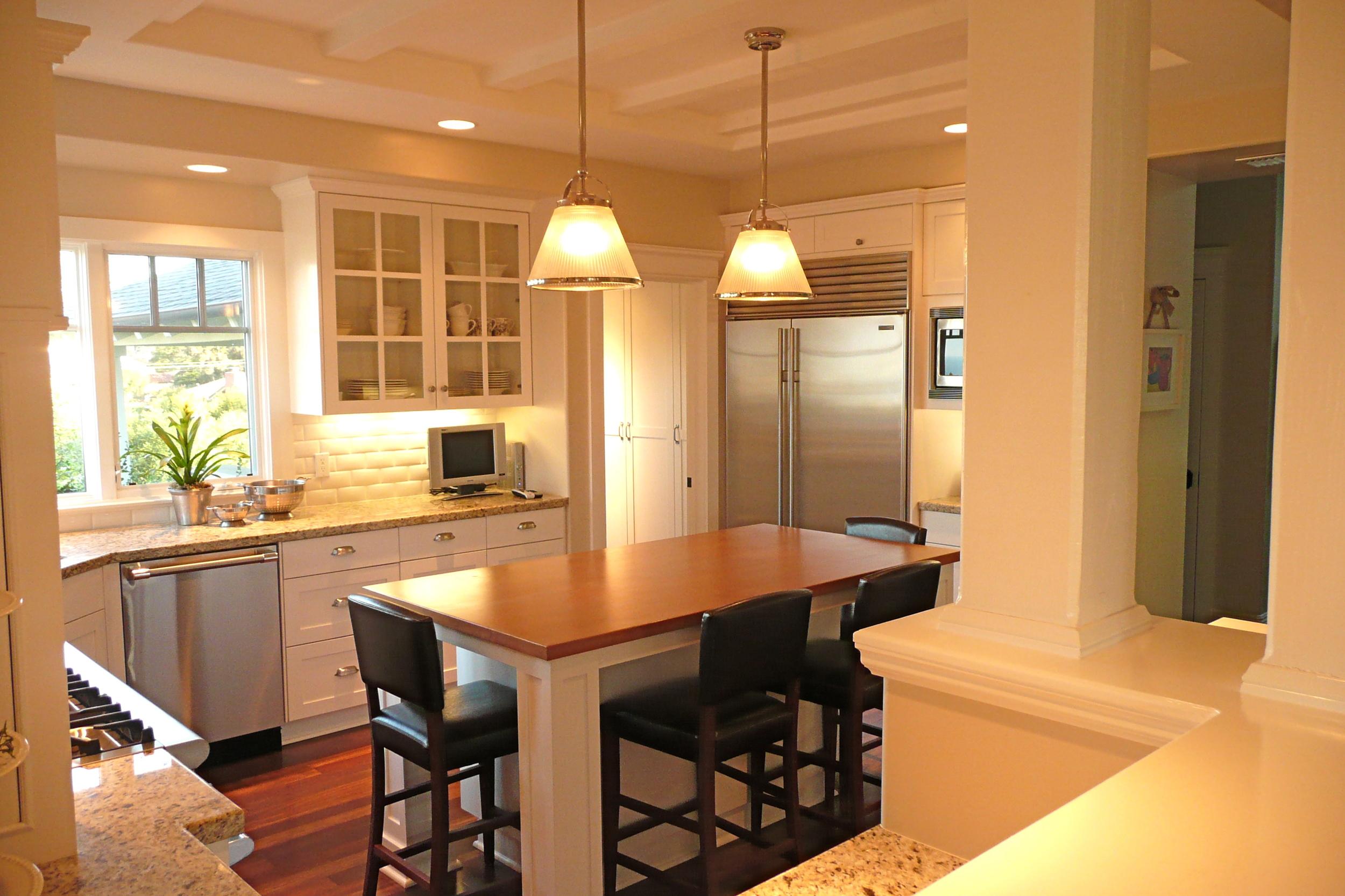 9-351 Kitchen 2.JPG