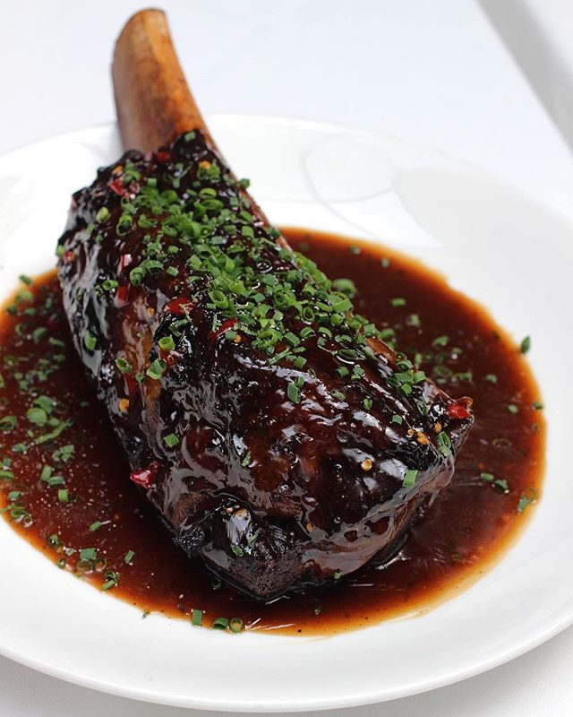 Short Rib for two - the perfect date night entrée. 📸: @coffeeandchampagne