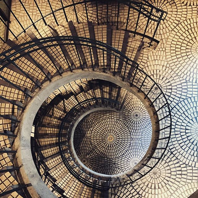 How many circles do you see? #myperspective #design #archdaily #archidaily #archiporn #architexture #architecture #archilovers #architecturelovers #architags #nowrongwaysf #wildbayarea #wildcalifornia #streetsofsf #onlyinsf #igerssf #spiral #spiralstairs