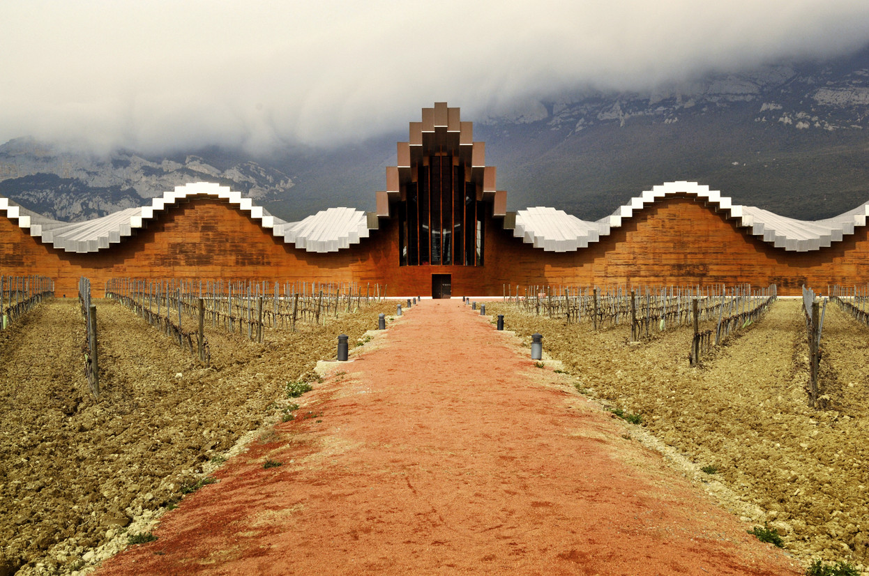 The beautiful, yet faulty roof of Santago Calatrava's Bodegas Ysios winery.                  image: archdaily.com