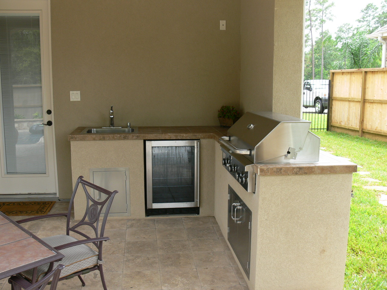 Outdoor Kitchen2.JPG