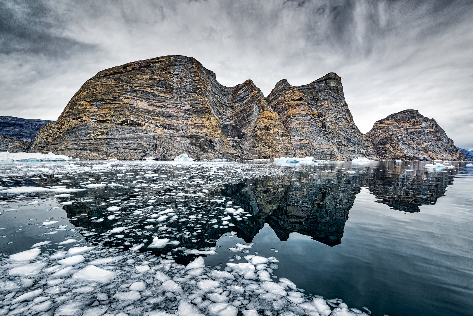 Polar Pioneer & Rocks © Michael Smyth