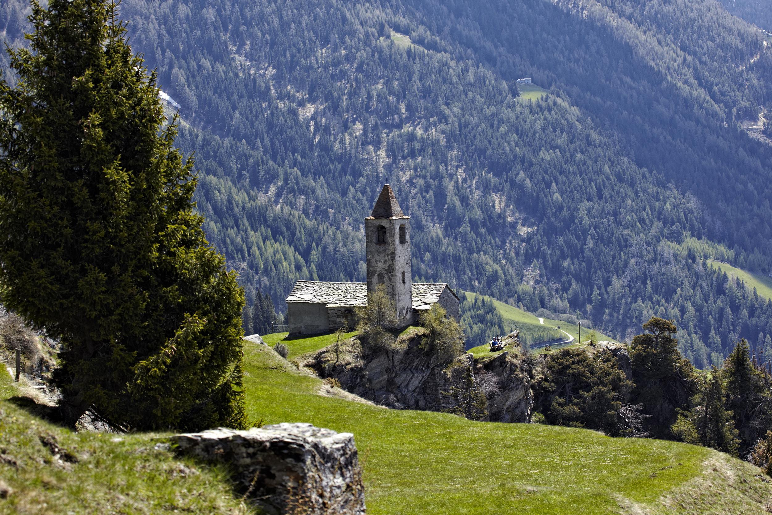 Hjemmet - Lise Petersen / Rejse reportage fra vandre og blomster tur til Poschiavo dalen i Schweiz med Ruby Rejsers guide Renata Lohse.