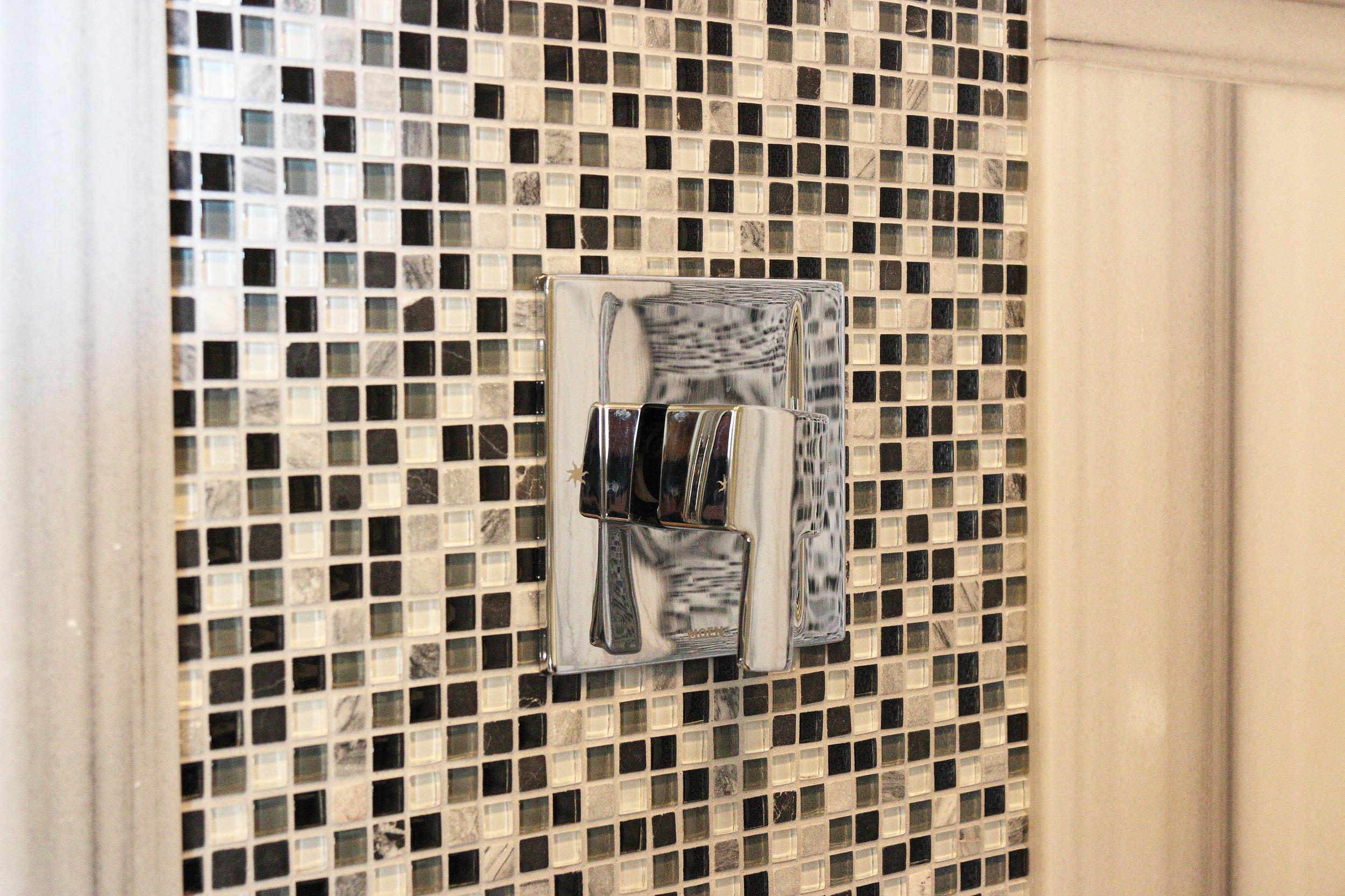 25 Scugog Bathroom shower faucet.jpg