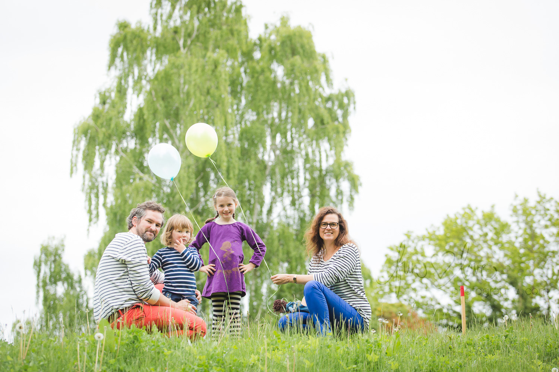 family-with-balloons-toronto-family-photography