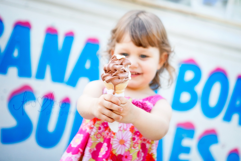 girl-with-icecream-truck-toronto-child-photography